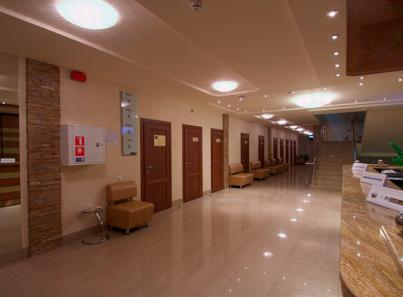 Хол в клинике на первом этаже