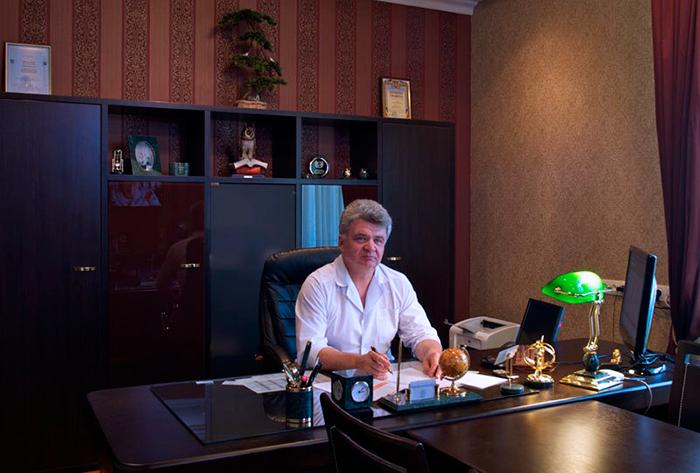 Директор клиник - Профессор Феськов А.М.