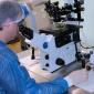 Эмбриолог за работой в отделение ВРТ