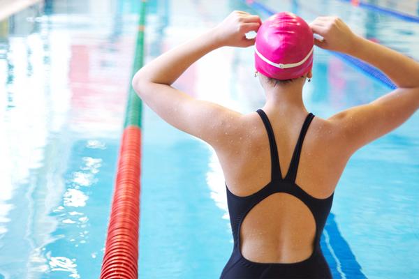 Плаванье хорошо влияет на женский организм перед операцией ЭКО без стимуляции яичников