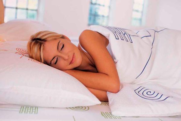 После посадки эмбриона при ЭКО девушке необходимо соблюдать постельный режим