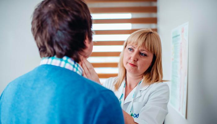 Консультация с врачом-эндокринологом при отклонении уровня ФСГ от нормы