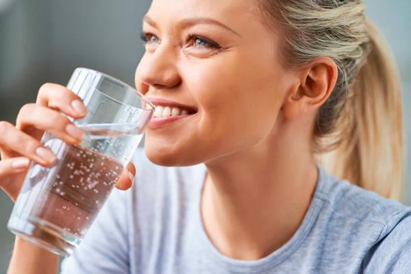 Питье воды перед проведением процедуры ЭКО