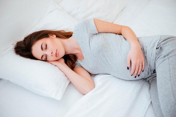 Полноценный сон для нормализации уровня фибриногена при беременности