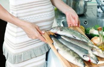 Рыба при беременности: польза, вред и сколько можно есть?